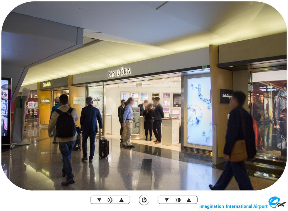 HKDL1512_Outside_HongKongAirportshop14